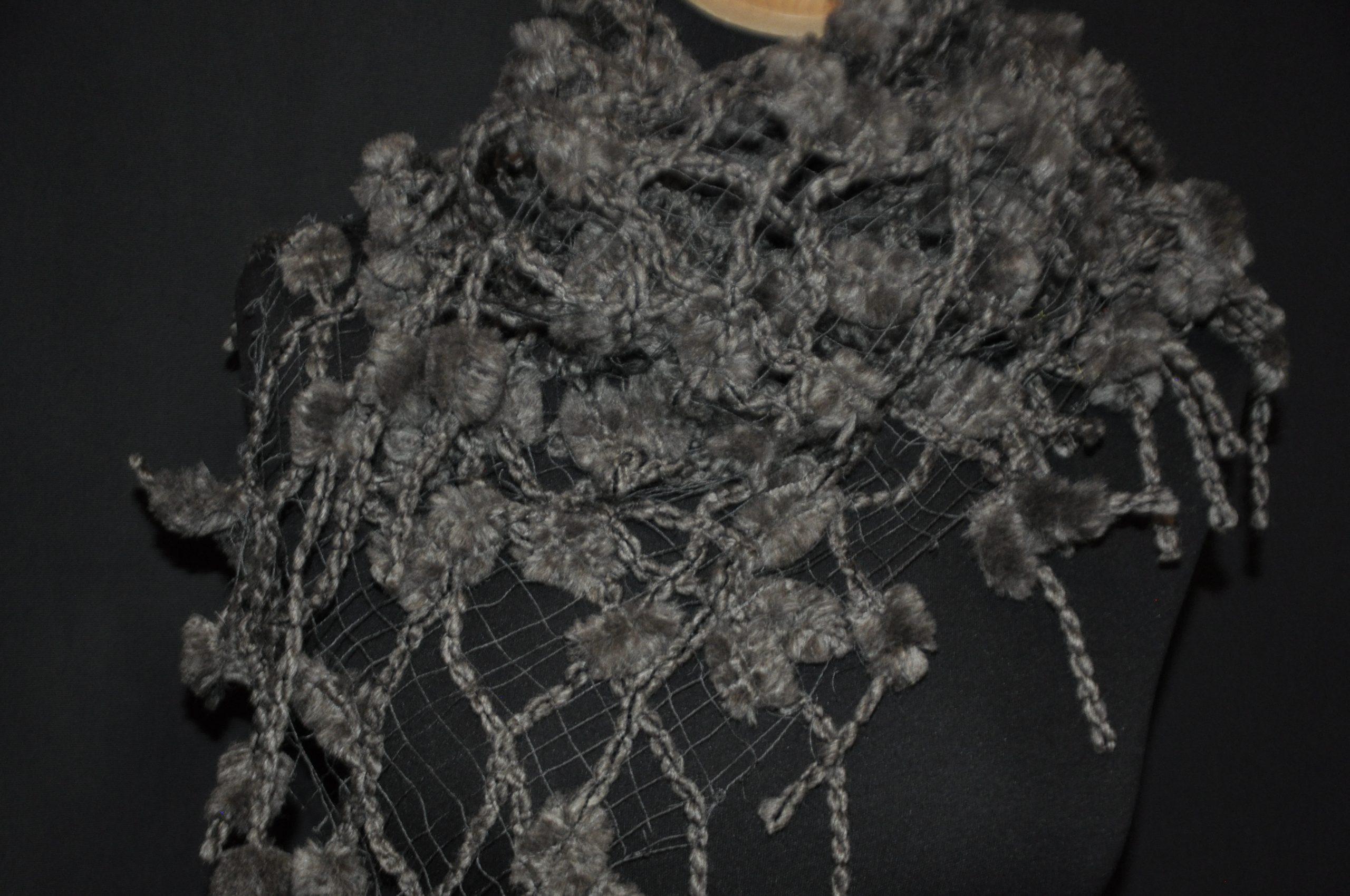 Wollschal - grau, durchbrochen